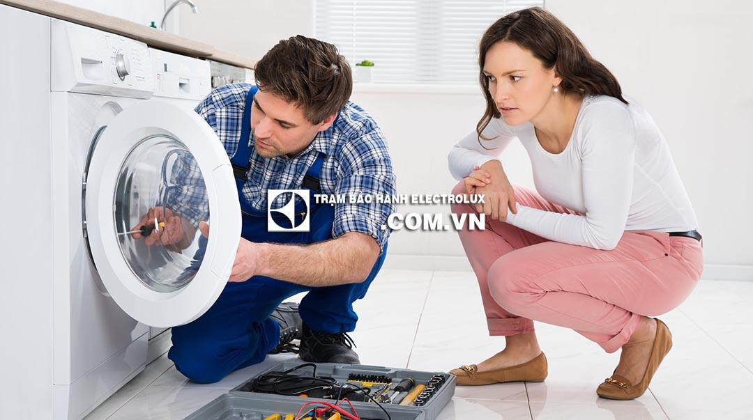 3 cách mở cửa máy giặt Electrolux khi bị khóa