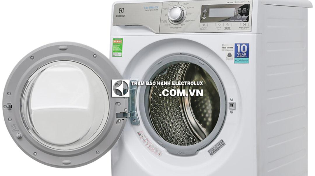 Máy giặt Electrolux kêu tạch tạch do cửa chưa đóng chặt