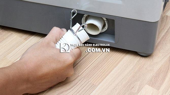 Máy giặt Electrolux nháy đèn Start do lỗi đường thoát