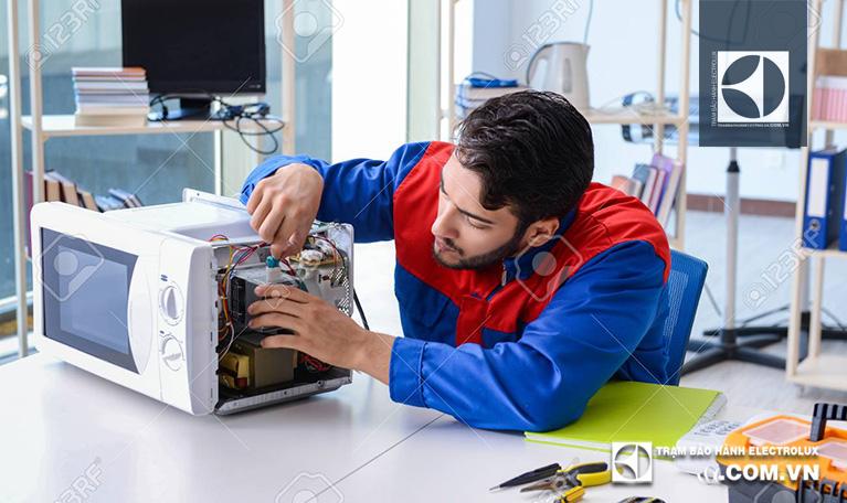 Thợ sửa lò vi sóng Electrolux chính hãng tại Hà Nội