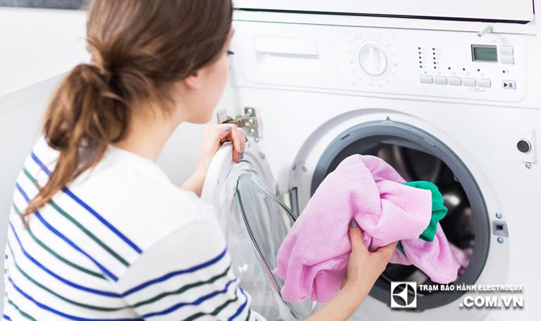 Máy giặt Electrolux báo lỗi E90 là gì? Nguyên nhân và cách sửa?