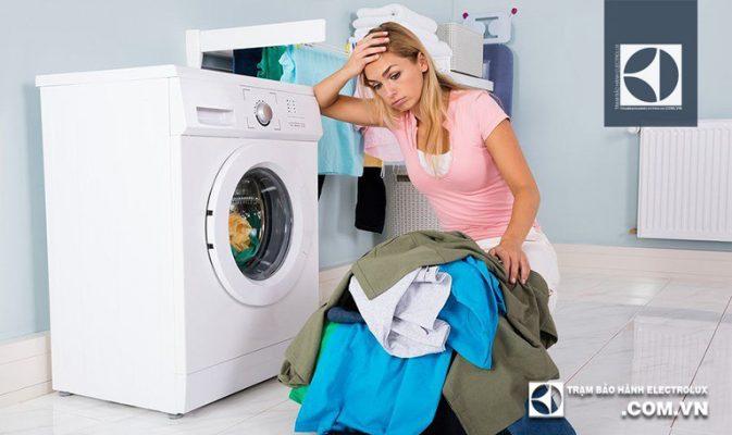 """Máy giặt Electrolux không chạy: """"Hé lộ"""" 5 nguyên nhân & Cách sửa"""