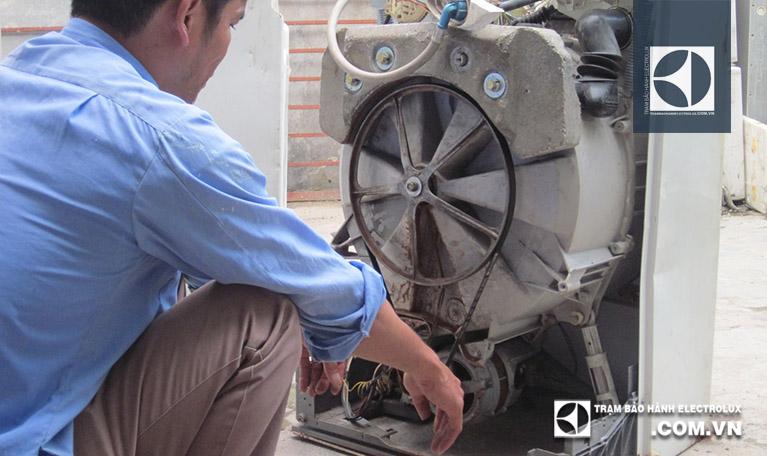 Máy giặt Electrolux không quay được khi hỏng động cơ