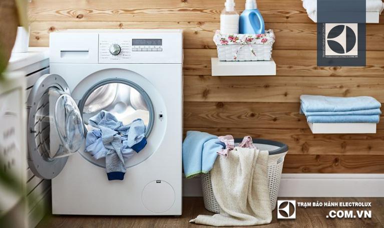 Phân loại và bỏ đồ vào lồng giặt