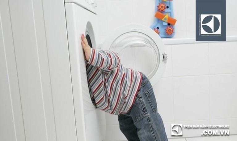 Tính năng khoá trẻ em máy giặt Electrolux