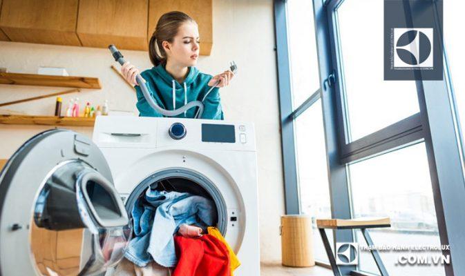 Máy giặt Electrolux không cấp nước: 2 Nguyên nhân & Cách xử lý