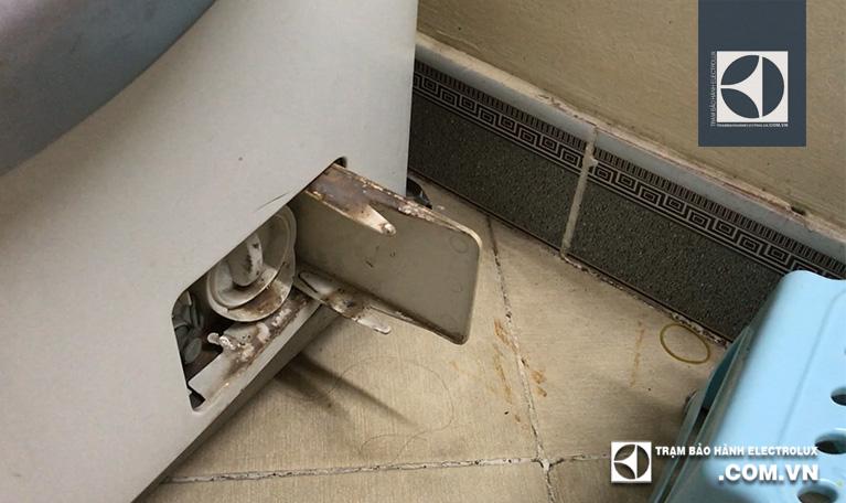 Kiểm tra và hệ thống bơm xả thải của máy giặt