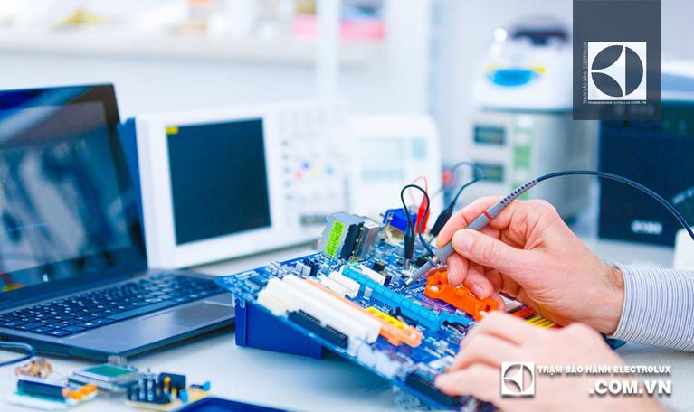 Sửa bo mạch máy giặt Electrolux giá bao nhiêu tiền?