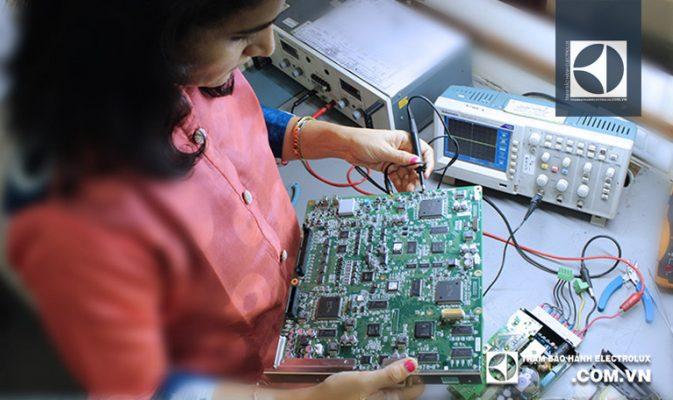 Giá sửa bo mạch máy giặt Electrolux là bao nhiêu?