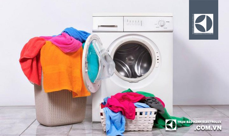 Đóng chặt cửa máy giặt