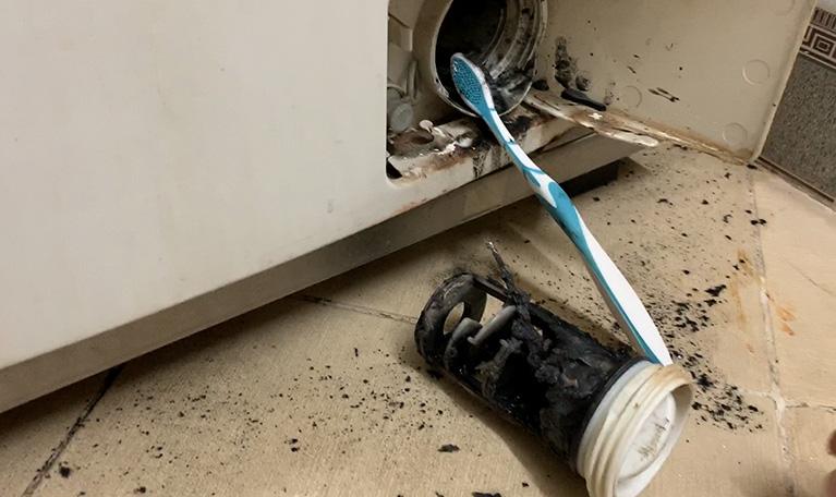 Chia sẻ 5 bước vệ sinh bộ lọc cặn máy giặt Electrolux