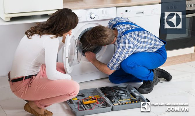 Sửa lỗi E51 máy giặt Electrolux dứt điểm